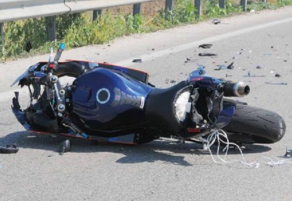 incidente-mortale-moto-tamponamento